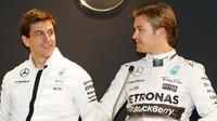Příští rok to bude pořádný zápřah, Nico (Wolff a Rosberg při Stars & Cars ve Stuttgartu)