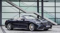 Kovaná kola mají dvacet palců, Mercedes-AMG S 65 Cabriolet.