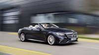 Uvnitř čeká inteligentní automatická klimatizace, Mercedes-AMG S 65 Cabriolet.