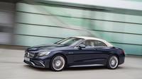 Od klasického modelu odlišují AMG výraznější nárazníky, Mercedes-AMG S 65 Cabriolet.