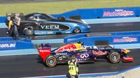FOTO: Ricciardo se vybouřil s hlučným Red Bullem RB7 s V8 motorem v Perthu