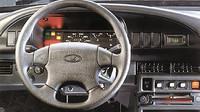Uvnitř nejvíce vyniká volant z Volkswagenu, Lada Samara Baltic L.