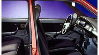 Sedadla byla větší s kvalitnějším velurovým čalouněním, Lada Samara Baltic GL.