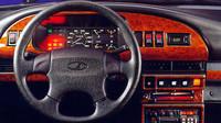 Vedle volantu od Volkswagenu se občas objevil i falešný dřevěný dekor, Lada Samara Baltic GL.