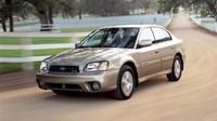 V této barvě odlišná barva nárazníků tolik nevynikne, Subaru Outback Sedan.