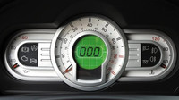 Přepracovaný přístrojový panel s digitálním rychloměrem, Škoda Fabia Paris.