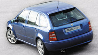 Vytažené boky skrývají 17palcová litá kola, Škoda Fabia Paris.