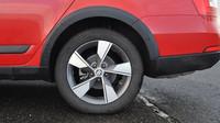 Je možné mít zimní pneumatiky jen na jedné nápravě? Víme jak to je - anotační obrázek