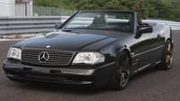 Upravený Mercedes SL je právě na prodej, pod kapotou má šestiválec 2JZ-GTE