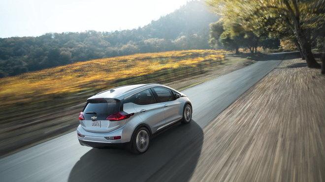 Elektrický Chevrolet Bolt ujede až 322 kilometrů.