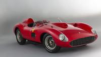 Ferrari 335 S Spider se stalo nejdražším kdy prodaným vozem na světě - anotačno foto