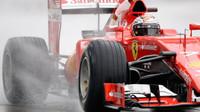 Kimi Räikkönen při testech pneumatik do deště na trati Paul Ricard