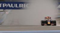 Daniel Ricciardo při testech pneumatik do deště na trati Paul Ricard