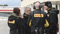 Tým Pirelli při testech pneumatik do deště na trati Paul Ricard