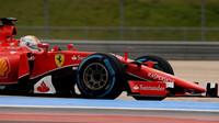 Sebastian Vettel při testech pneumatik na trati Paul Ricard