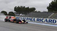 Daniil Kvjat při testech pneumatik do deště na trati Paul Ricard