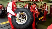 Sebastian Vettel v garáži na trati Paul Ricard