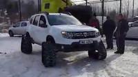 Dacia Duster se sněžnými pásy