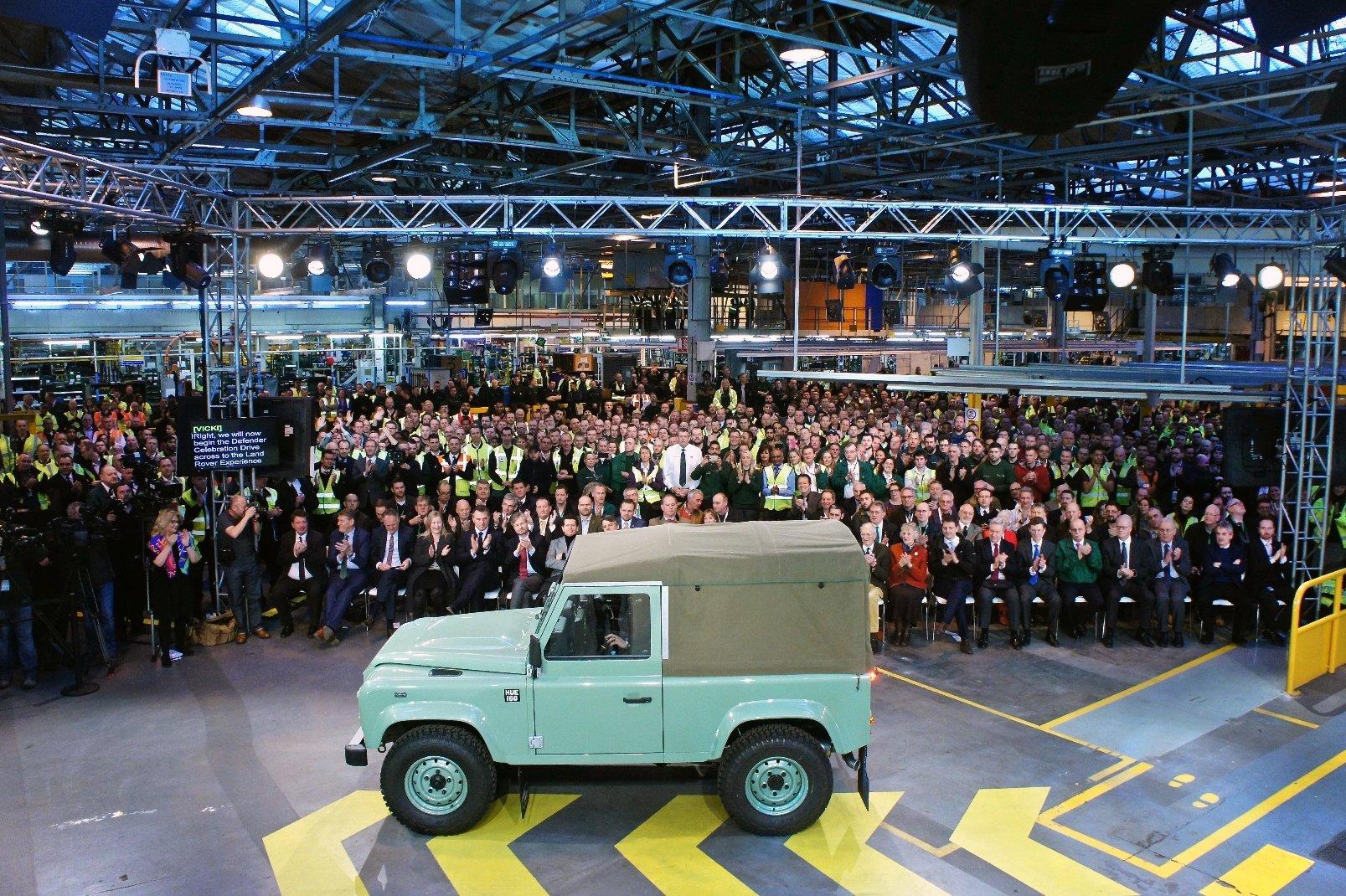 Poslední vyrobený Land Rover Defender v provedení 90 Heritage Soft Top.