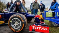 Daniel Ricciardo při roadshow v Anglii a přípravy pro přetlačovanou