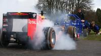FOTO: Ricciardo s vozem F1 proti ragbyovému týmu - kdo koho přetlačil? - anotační foto