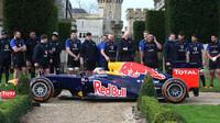 Daniel Ricciardo při roadshow v Anglii s týmem rugby