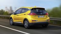 Opel Ampera-e slibuje dostatek místa pro pět lidí a dlouhý elektrický dojezd.