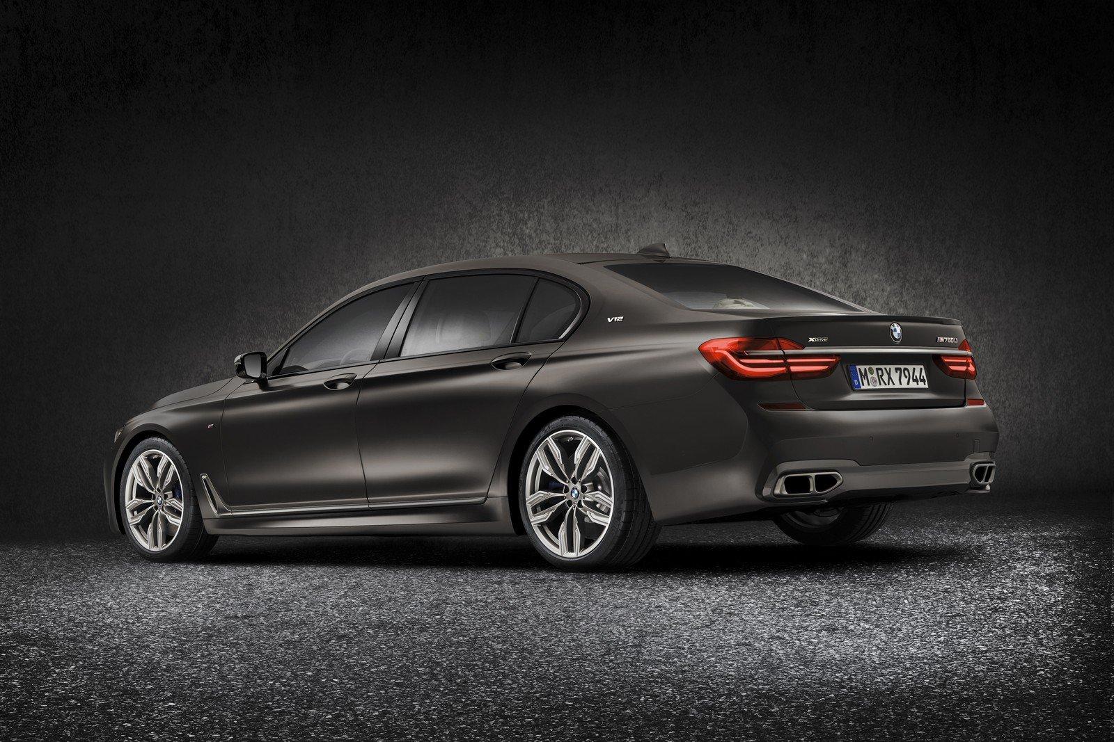 BMW M760Li má svou cenu, příplatek oproti osmiválcové 750Li je obrovský - anotační foto