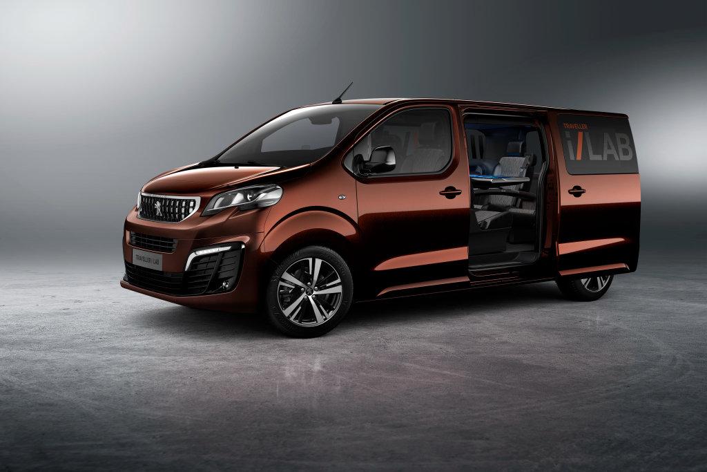 Peugeot postavil pojízdnou kancelář, Traveller i-Lab má i 32palcový displej - anotační foto