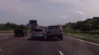 BMW X5 a pokus o vytlačení dalšího auta