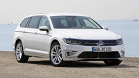 Volkswagen Passat GTE startuje pod 1,2 miliony korun, dostupný je sedan i kombi.