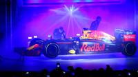 Prezentace nového zbarvení vozu Red Bull pro sezonu 2016