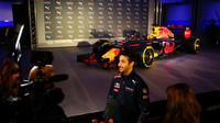 Daniel Ricciardo poskytuje rozhovor
