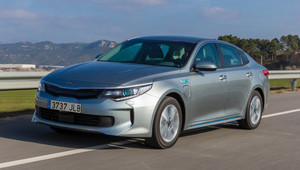 To myslí vážně? Kia chce plug-in hybridní Optimou zavařit dieselům, takhle to ale nepůjde - anotační obrázek
