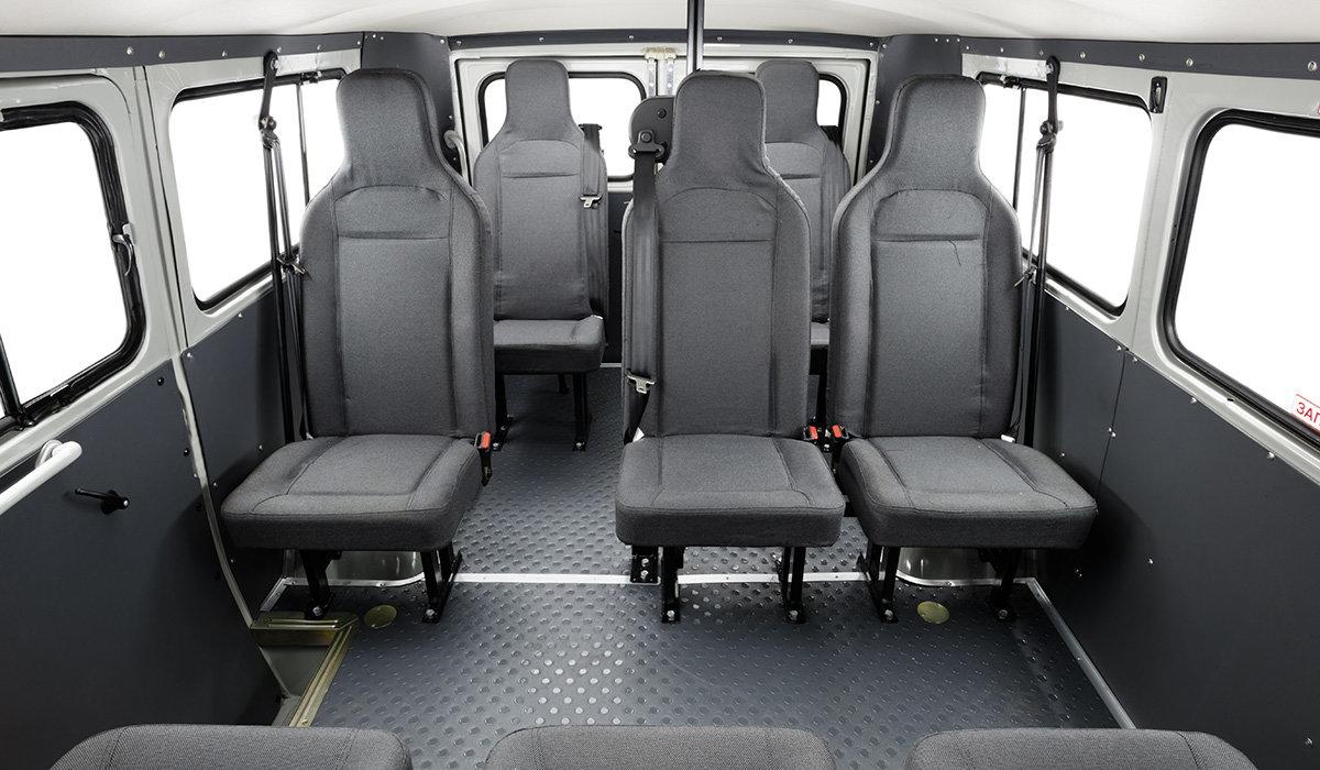 UAZ Classic jako devíti- až desetimístný minibus.