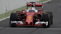 Sebastian Vettel při prvním dnu testování v Barceloně