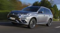 Outlander PHEV spotřebuje 1,9 l/100 km, stojí přes 1,2 milionu korun.