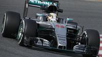 Lewis Hamilton s novým vozem Mercedes F1 W07 Hybrid