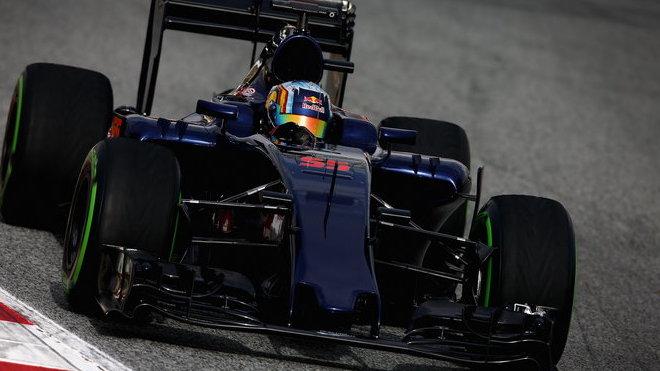 Carlos Sainz s vozem Toro Rosso STR11 - Ferrari