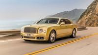 Bentley Mulsanne má po modernizaci větší masku chladiče a lepší interiér.