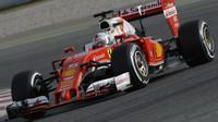 Sebastian Vettel s vozem Ferrari SF16-H