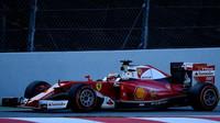 Kimi Räikkönen s novým vozem Ferrari SF16-H