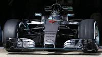 Nico Rosberg s novým vozem Mercedes F1 W07 Hybrid