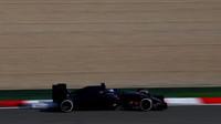 Max Verstappen s novým vozem Toro Rosso STR11 - Ferrari