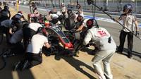 Gutiérrez s Haasem VF-16 čtvrtý den testů v Barceloně v boxech