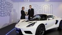 První produkční vůz Detroit Electric SP:01 na svém slavnostním předání