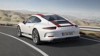 Porsche 911 R je modlou puristů, má atmosférický šestiválec a manuální převodovku.