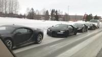 Čtyři exempláře Bugatti Chiron v řadě