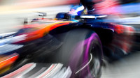 Max Verstappen s vozem Toro Rosso a ultra-měkkými pneumatikami