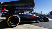 Fernando Alonso s McLarenem MP4-31 poháněným Hondou při druhých testech v Barceloně